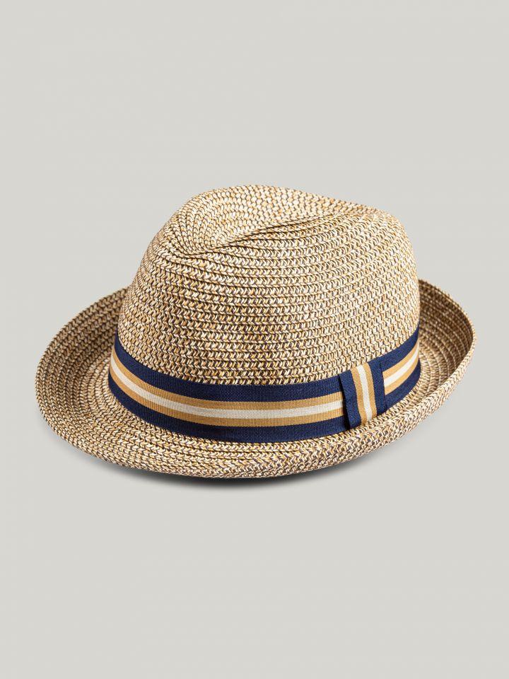 כובע פדרה עם סרט